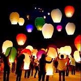 Разноцветные китайские небесные фонарики